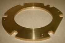 Hier sieht man einen Schleifring der mehrere Bearbeitungen zeigt wie z.B.: CNC-Drehen und CNC-Fräsen